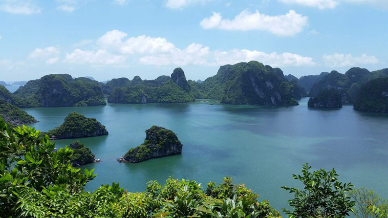 halong-bay-vietnam-junker-cruise