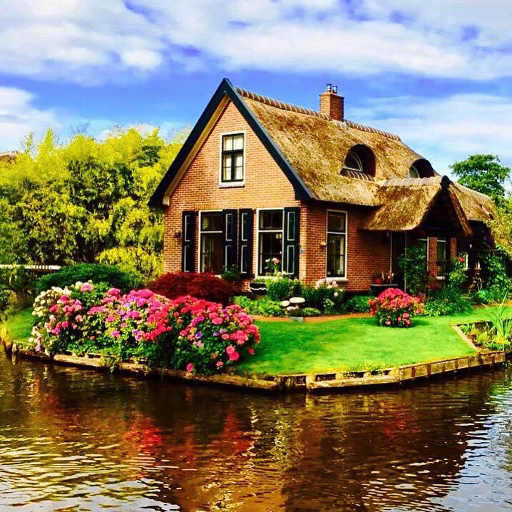 giethoorn-magical-village-holland