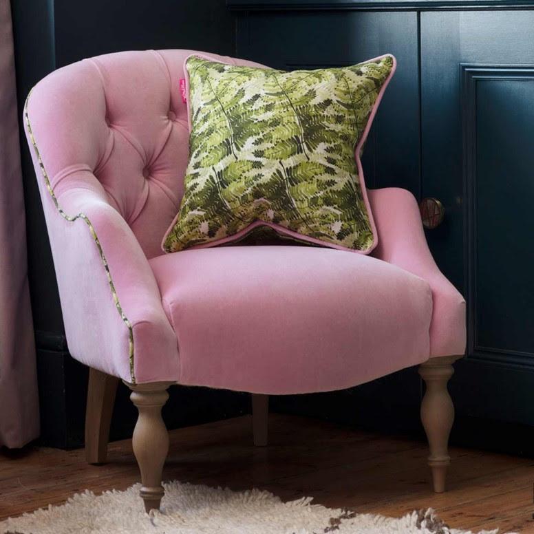wooden-leg-armchairs